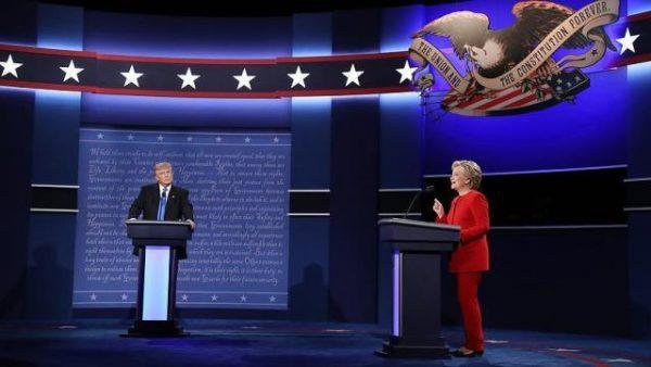 ترامب وكلينتون يتراشقان كلامياً حول عدة قضايا في أول مناظرة انتخابية