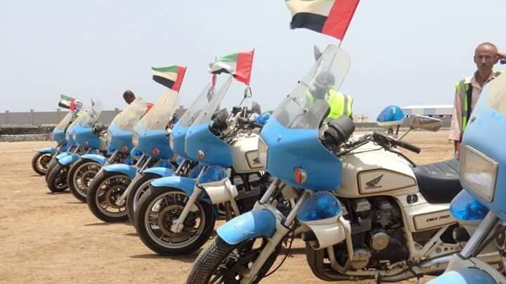 عدن: إدارة المرور تتسلم 12 دراجة نارية من الإمارات