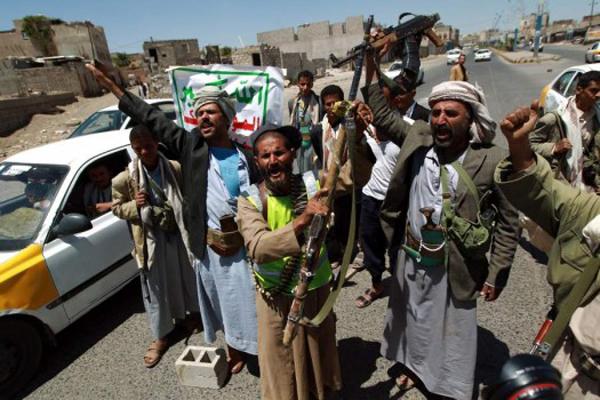 """الحوثيون ينقلون مختطفين من مركزي صنعاء إلى """"تبّة الأمن القومي"""" وسط تخوفات الأهالي"""