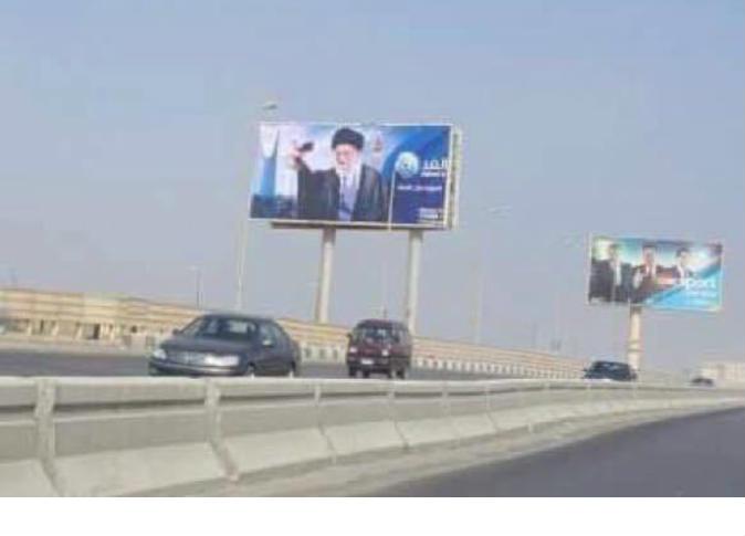 صورة خامنئي في شوارع القاهرة تثير غضب وسائل الإعلام الخليجية