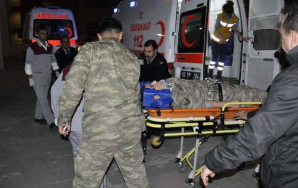مقتل ثمانية جنود أتراك وإصابة خمسة في تفجير سيارة شرقي تركيا