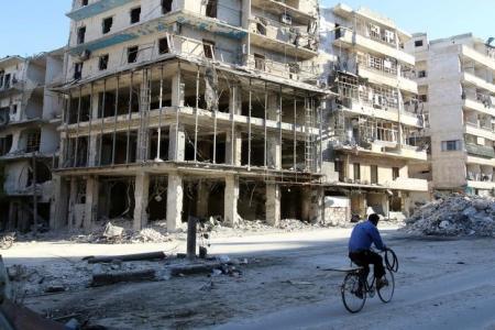 غارات جوية واشتباكات في ثالث أيام هدنة حلب السورية