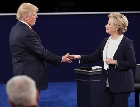 ترامب يهاجم بيل كلينتون ويتعهد بسجن هيلاري كلينتون إذا أصبح رئيسا