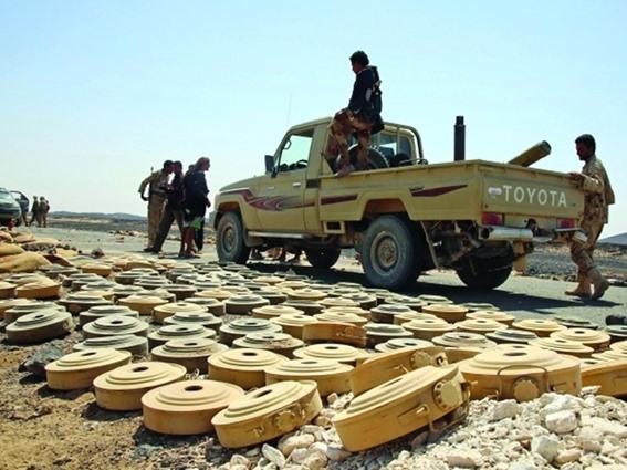 الجوف: فريق هندسي ينتزع مئات الألغام زرعها الحوثيون بمديرية خب والشعف