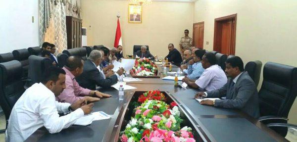 نائب رئيس الوزراء يعقد اجتماعاً موسعاً لمناقشة الوضع الصحي في عدن والمحافظات المجاورة