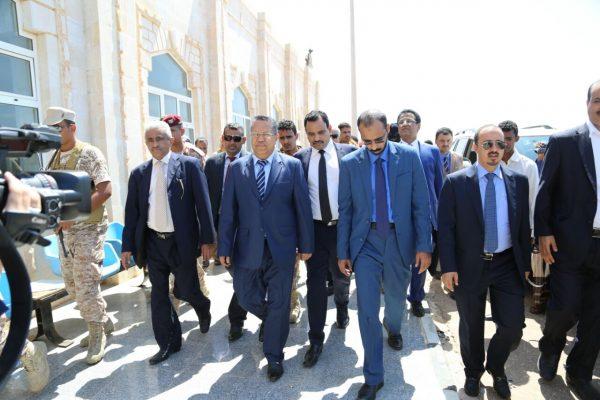 """مصدر خاص لــ """"يمن شباب نت"""" الحكومة تصل سقطرى قادمة من المكلا"""