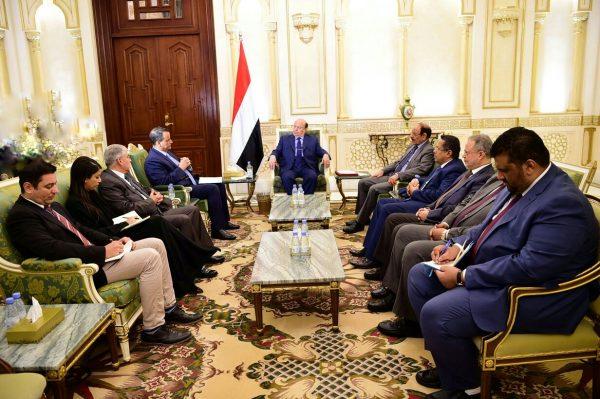 الرئيس هادي يرفض تسلم الرؤية التي قدمها ولد الشيخ ويؤكد أنها بوابة لمزيد من المعاناة والحرب