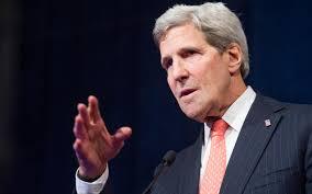 كيري ينتقد السياسات الإيرانية في اليمن وسوريا ويلمح إلى وقوفها وراء إطلاق صواريخ تهديدية ضد المدمرة الأمريكية في اليمن