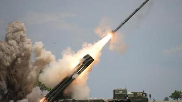 الإنقلابيون يطلقون صاروخ باليستي من إب ودفاعات التحالف تعترضه في المخا
