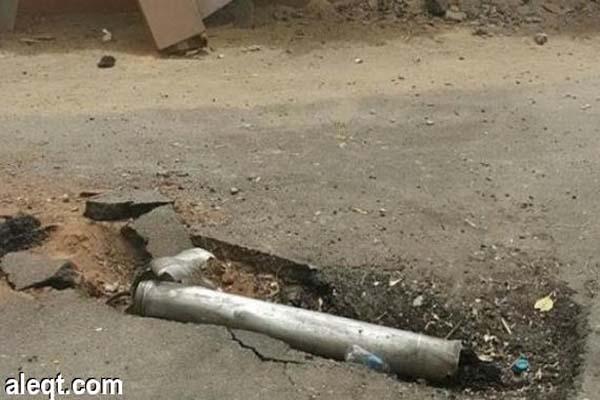 إصابة 4 أشخاص بينهم 3 سعوديين بمقذوفات للحوثيين