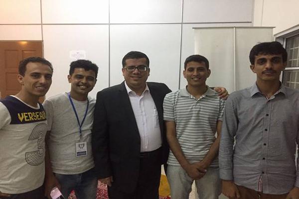 السفير اليمني بماليزيا يفتح أبواب الملحقية الثقافية أمام الطلاب المعتصمين