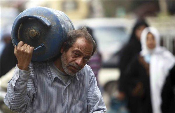 """مصر تخطو نحو """"الفرصة الأخيرة"""" بقرارات """"توجع"""" الفقراء"""
