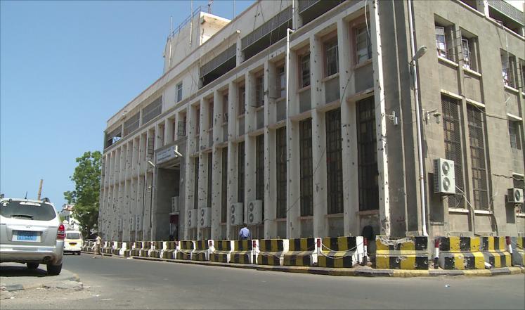 محافظ المهرة يوجه بتوريد الإيرادات إلى البنك المركزي في عدن
