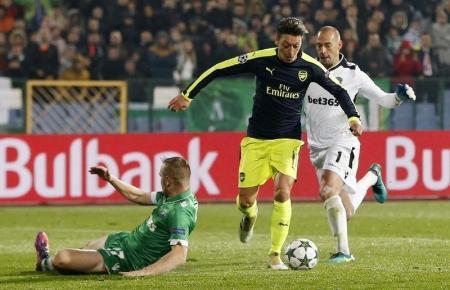 أرسنال ينتفض ويفوز 3-2 ليتأهل لدور 16 في دوري الأبطال
