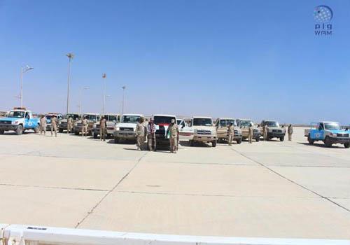 قوات خفر السواحل بحضرموت تتسلم 12 سيارة مقدمة من الإمارات
