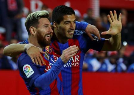 برشلونة ينجو من اختبار صعب في أشبيلية بفضل ميسي وسواريز