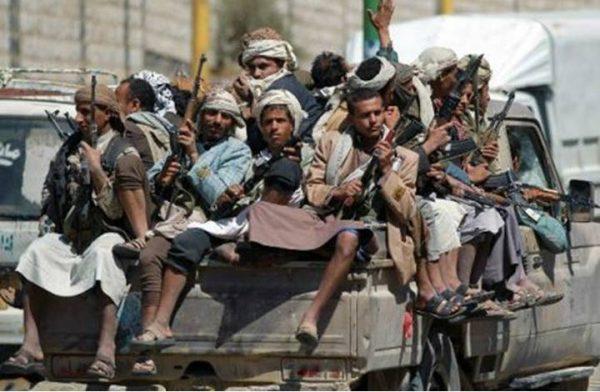 إب: الحوثيون يقتحمون منزل قيادي مؤتمري ويختطفون ثلاثة من أفراد أسرته