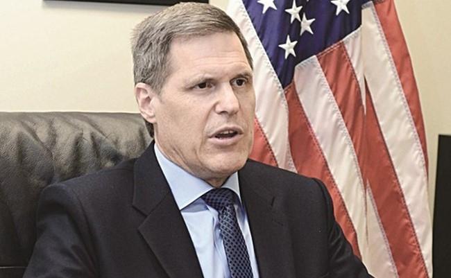 """السفير الأمريكي: لا مستقبل سياسي لـ""""صالح"""" وسيظل مشمولاً بالعقوبات وسيجري تفعيلها"""