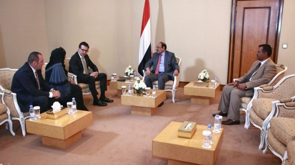 نائب الرئيس: الحكومة ترغب بالسلام استنادا إلى المرجعيات الدولية الثلاث