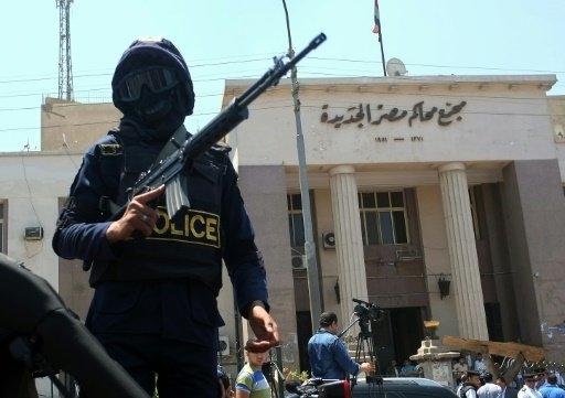 الحبس عامين لنقيب الصحافيين المصريين وصحافيين اثنين