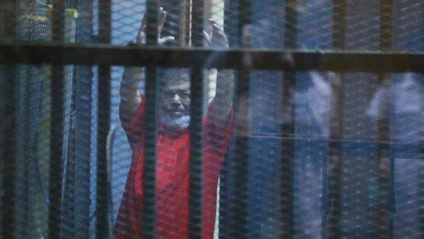 محكمة النقض المصرية تلغى الإعدام والمؤبد بحق مرسي وقيادات إخوانية