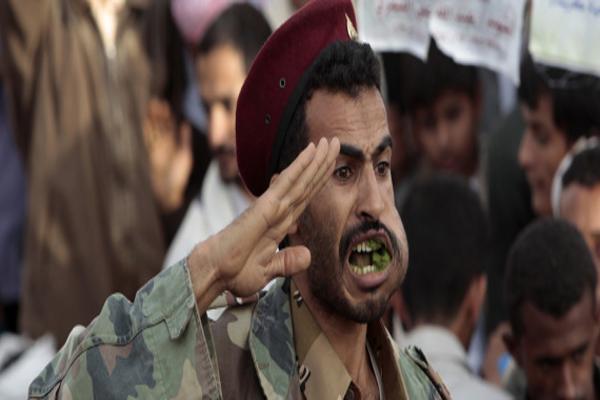 وزير يطرد مشرف الحوثيين من وزارته.. صراع التعينات هل يفجر الوضع بين طرفي الانقلاب؟