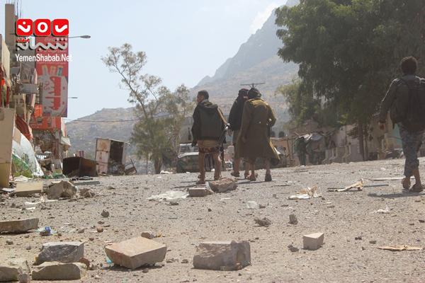 """الجيش الوطني يسيطر على مناطق """"ذوباب والمنصورة وجبال العمري"""" بتعز"""