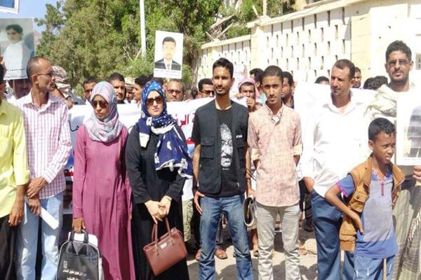 طالب الرئيس بعقد لقاء.. فريق متابعة المعتقلين بعدن يكشف عن مواجهة صعوبات أمام الجهات الرسمية