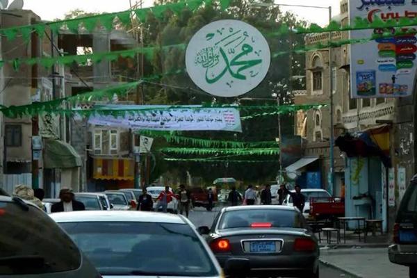 تجار العاصمة يشكون اعتداءات عناصر مليشيا الحوثي وابتزازهم بحجة دعم مهرجان المولد النبوي