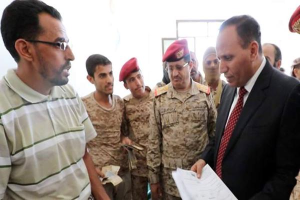 توجيهات بالتحقيق مع ضباط حاولوا استقطاع خصميات من مرتبات الجنود