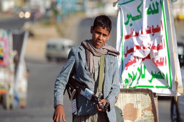 إب: الحوثيون يستغلون المولد النبوي لاستقطاب الطلاب للمعسكرات القتال
