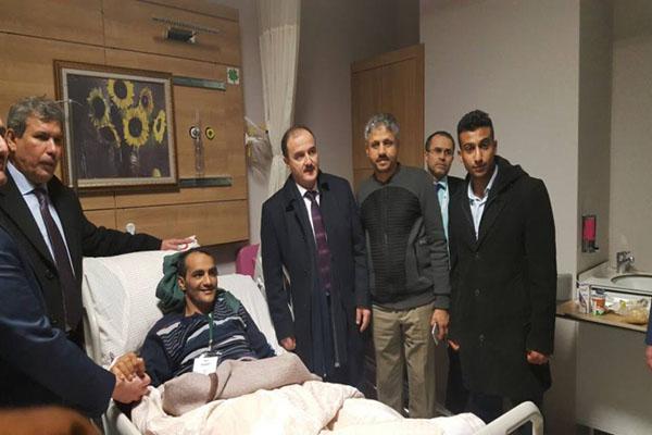 الشيخ المخلافي يزور جرحى المقاومةبتركيا ويشكر حكومتها لعلاجهم