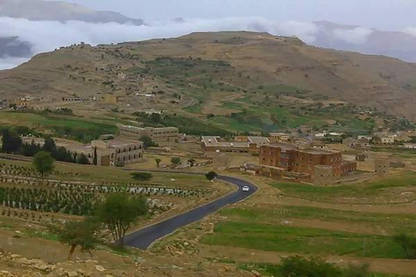 """"""" الصرخة"""" تتسبب بخلافات بين الحوثيين والمصلين بجامع بعمران"""