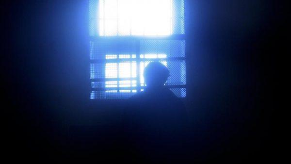 محكمة إيرانية تقضي بسجن ونفي عالم دين سني