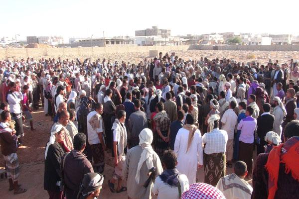 شبوة: تشييع مهيب لجثمان الشهيد إبراهيم الحزمي بحضور رسمي وشعبي