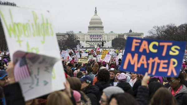"""واشنطن: نحو نصف مليون شخص في """"مسيرة النساء"""" بعد يوم من تنصيب ترامب"""