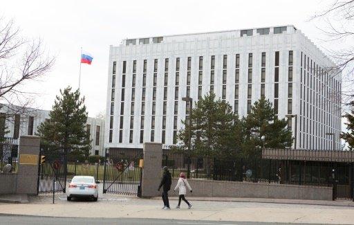 الدبلوماسيون الروس المطرودون يغادرون الولايات المتحدة