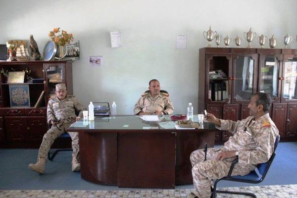 تعز: قائد المحور يعقد اجتماعا بقادة الألوية 22 و 35 بحضور نائب مدير الأمن ووكيل المحافظة
