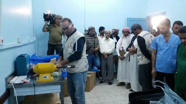مأرب: فريق طبي إماراتي يبدأ بتركيب إطراف صناعية لـ 22 شخص