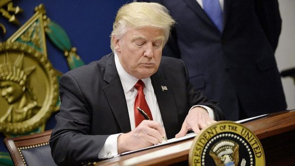 ترامب يستثني العراق من حظر السفر إلى أمريكا