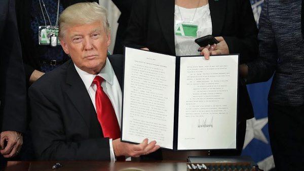 ترامب يوقع مرسوم بناء جدار على الحدود مع المكسيك