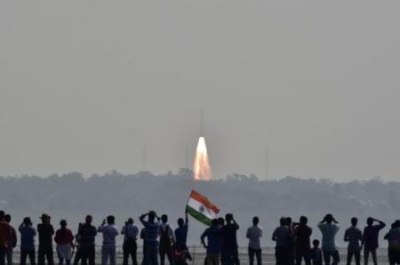 الهند تطلق 104 أقمار صناعية دفعة واحدة