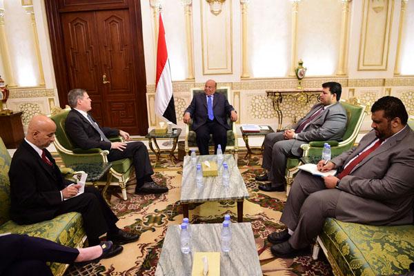 الرئيس يطالب أمريكا إلغاء حظر دخول اليمنيين وسفيرها يدين تدخلات إيران