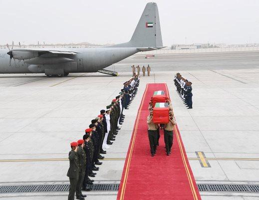 الإمارات تعلن مقتل جندي ووفاة آخر بسكتة من قواتها المشاركة باليمن