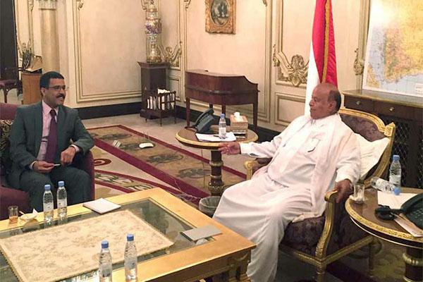 في حوار صحفي: الرئيس يكشف ماذا اشترطت أمريكا عليه ولماذا رفضت تصنيف الحوثيين منظمة إرهابية