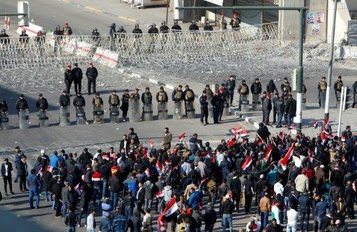 جرحى في صدامات بين متظاهرين وقوات الأمن في وسط بغداد