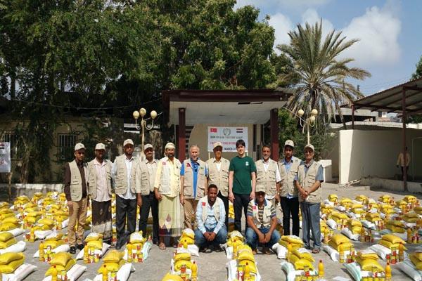 هيئة الإغاثة التركية تواصل توزيع المساعدات الإنسانية في اليمن