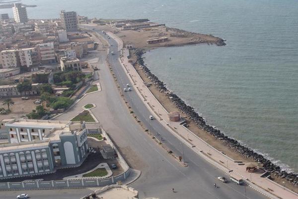 وكيل محافظة الحديدة: الجيش استعاد ثمان جزر ويحاصر جزيرة كمران