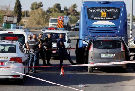 جنود الاحتلال يقتلون فلسطينيا صدم سيارته في موقف للحافلات بالضفة
