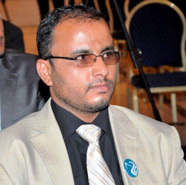 نقابة الصحفيين تدين اقتحام منزل الصحفي الشليف وتحمل الحوثيين المسئولية